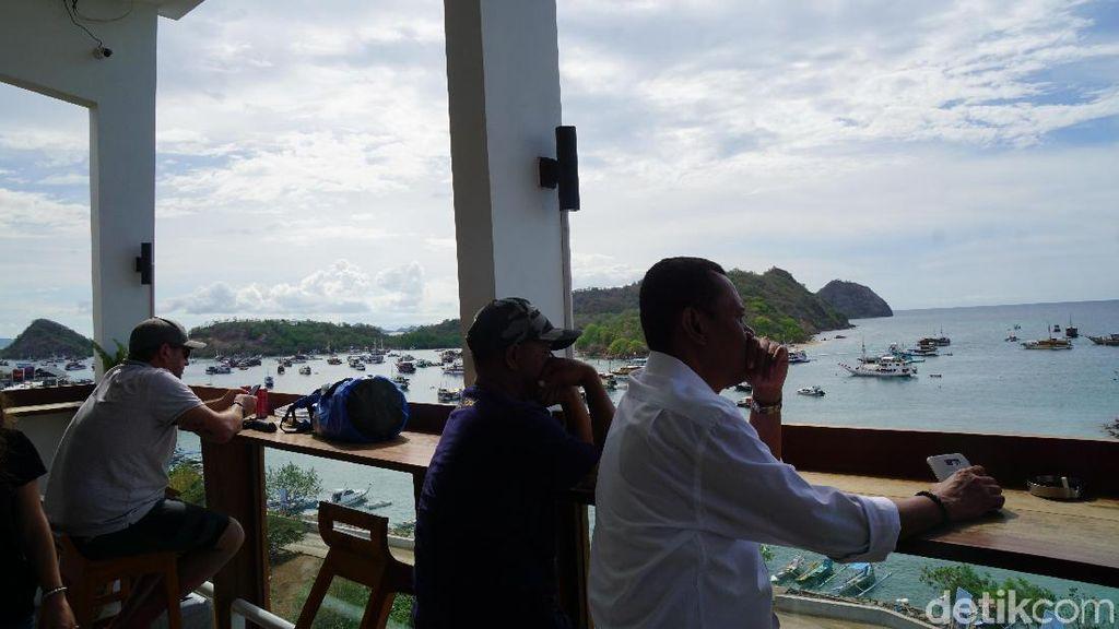 Foto: Tempat Ngopi dengan Pemandangan Labuan Bajo