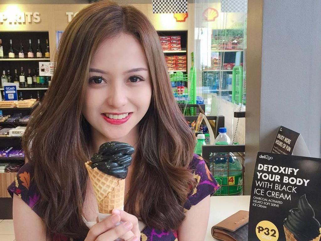 Dokter Sunat Cantik Doyan Es Krim hingga Gaya Hang Out Yannie Kim di Korsel