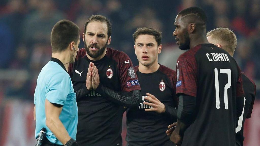 Milan Tersingkir, Wasit Disalahkan