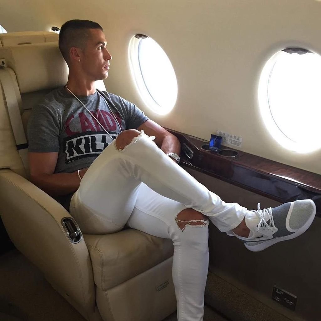 Dianggap Tak Pedulikan Nasib Sala, Ronaldo Dihujat Warganet