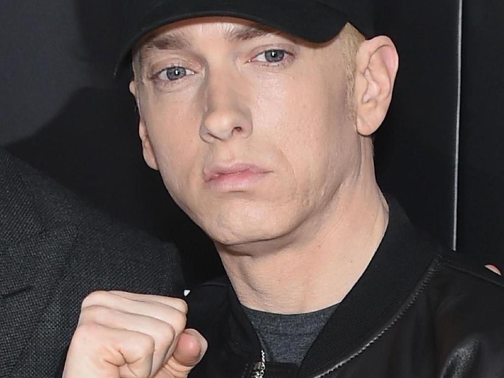 Heboh Eminem Disebut Dukung Chris Brown Soal Pukul Rihanna