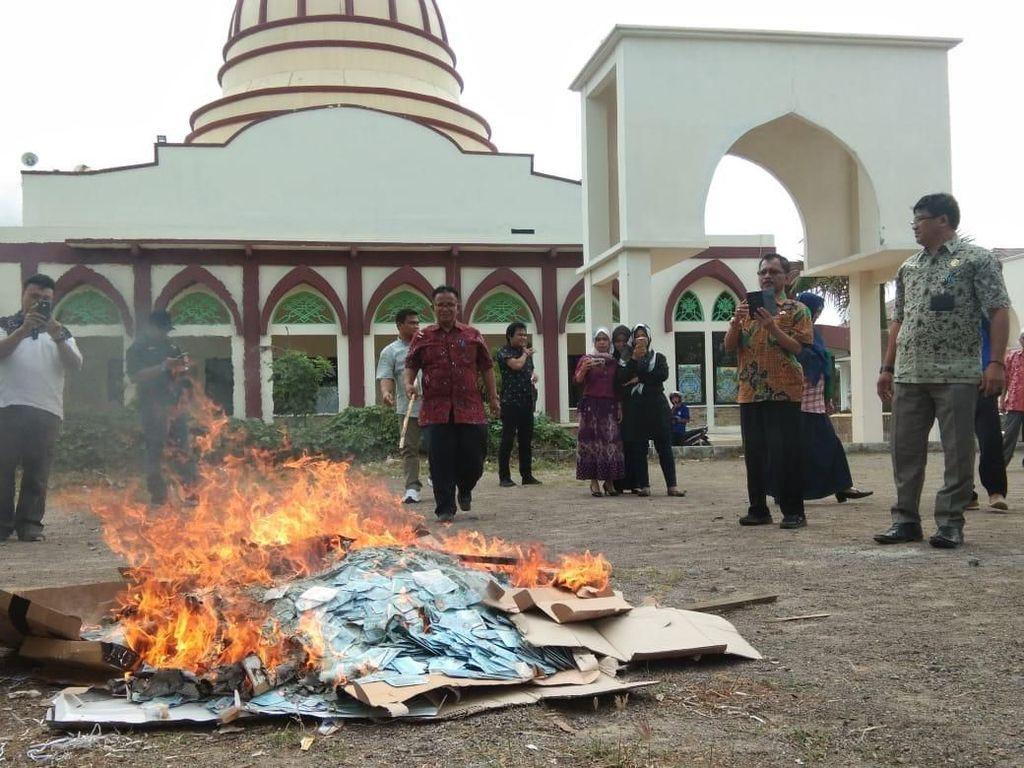 Kemendagri: e-KTP yang Rusak-Tak Berlaku Dimusnahkan dengan Dibakar