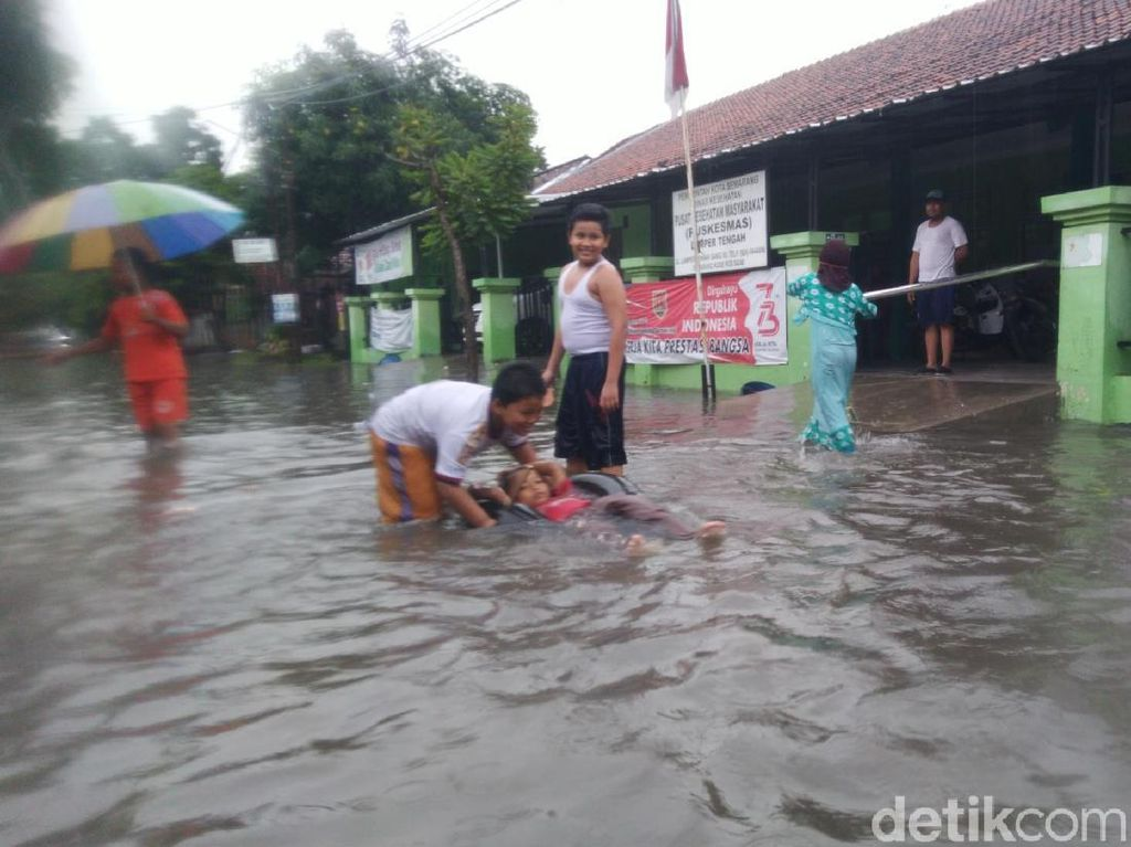 Diguyur Hujan, Jalanan di Semarang Kembali Tergenang