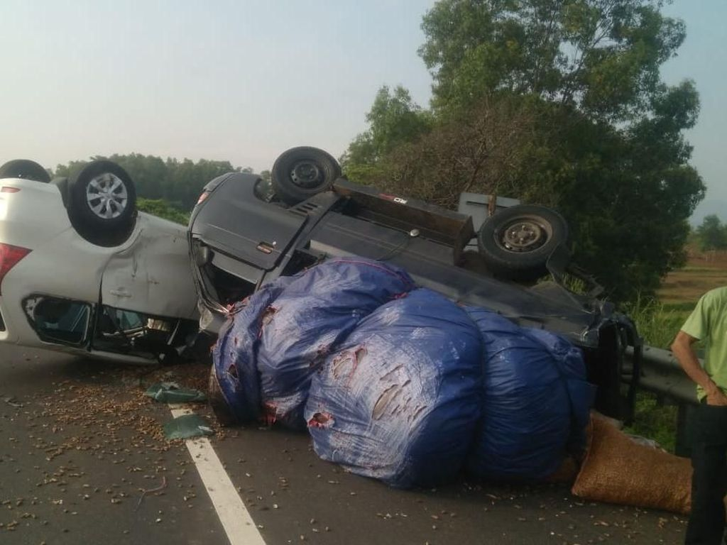 2 Mobil Terguling di Tol Cipularang, 2 Orang Terluka