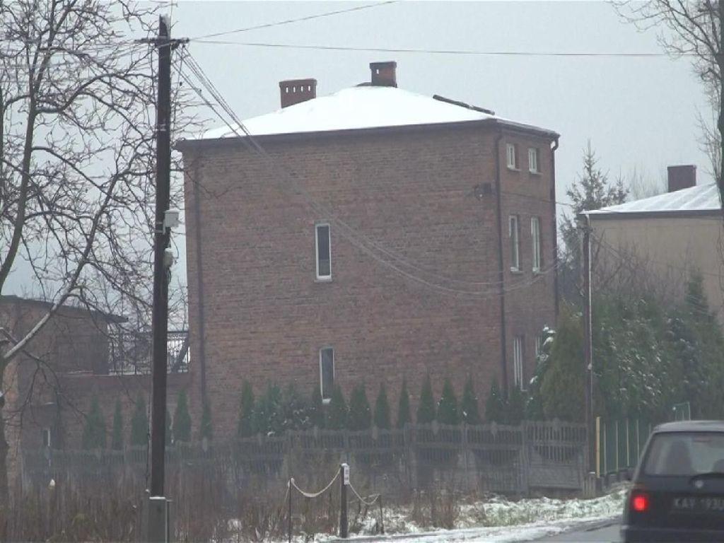 Waduh! Rumah-rumah di Polandia Miring, Ada Apa?