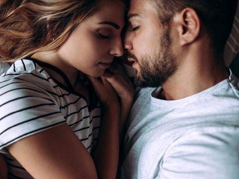 Ilustrasi hubungan seksual suami istri/
