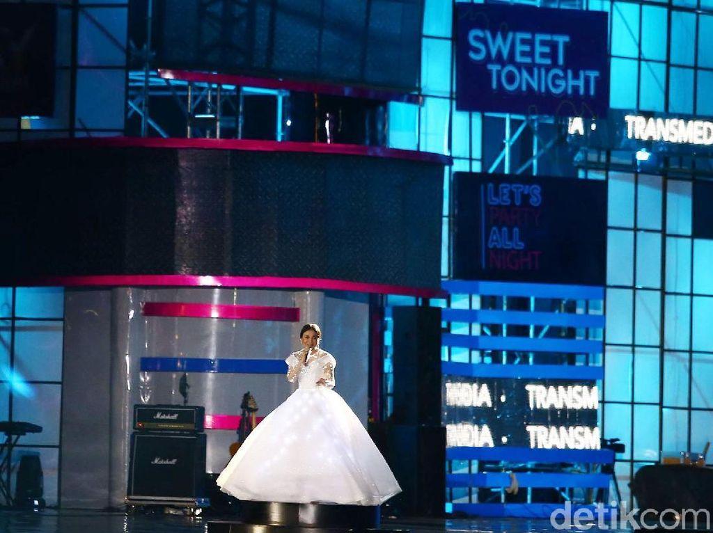 Rossa hingga Iwan Fals Meriahkan Konser Sweet 17 Transmedia