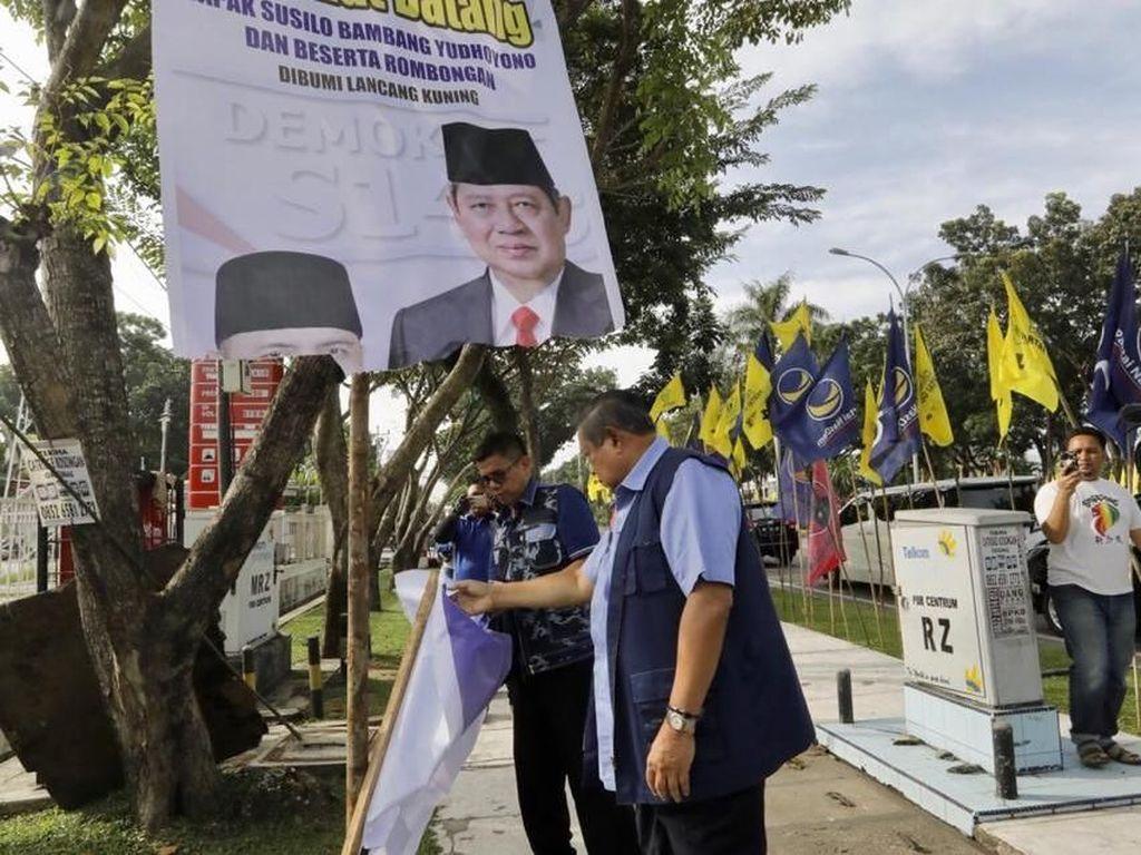 PDIP vs PD Soal Rusaknya Baliho SBY