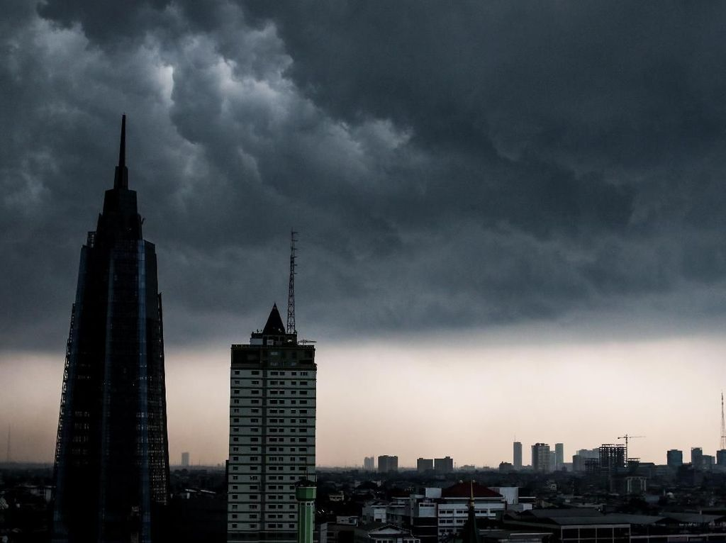 BMKG: Waspada Potensi Hujan Petir dan Angin Kencang di Jaktim Sore hingga Malam