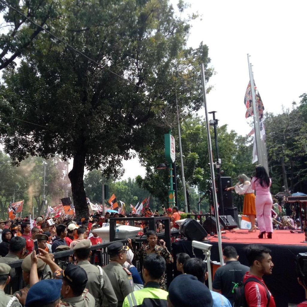The Jakmania Padati Balai Kota