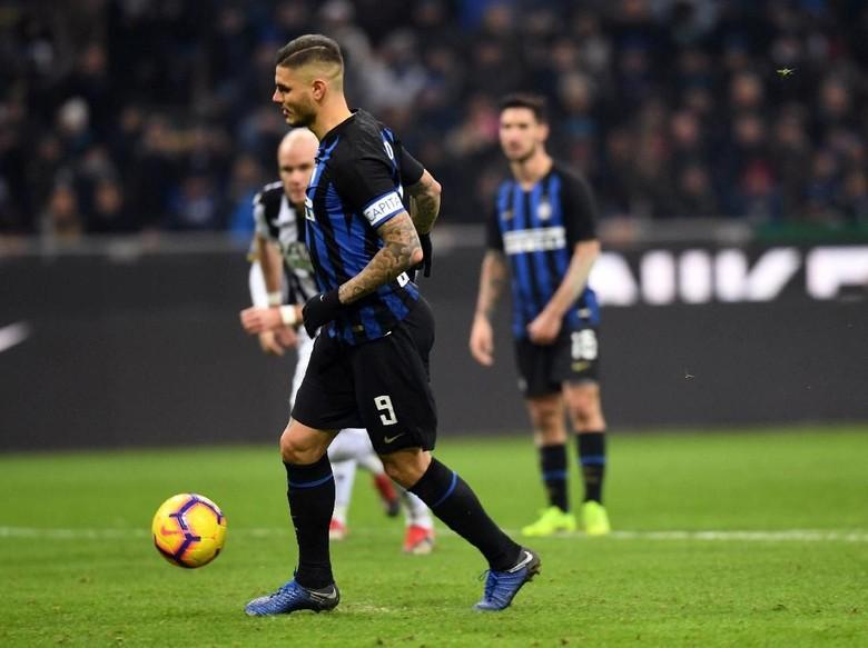 Mauro Icardi Saat Menendang Penalti Di Laga Inter Milan Dengan Udinese