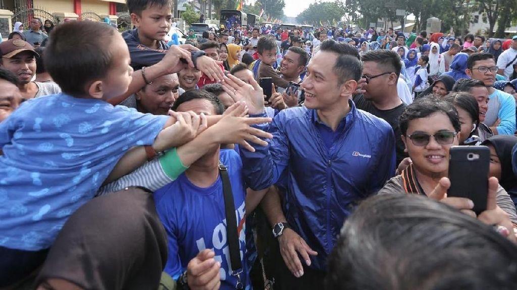Gaya Kampanye AHY: Biru-biru Sapa Warga Pekanbaru