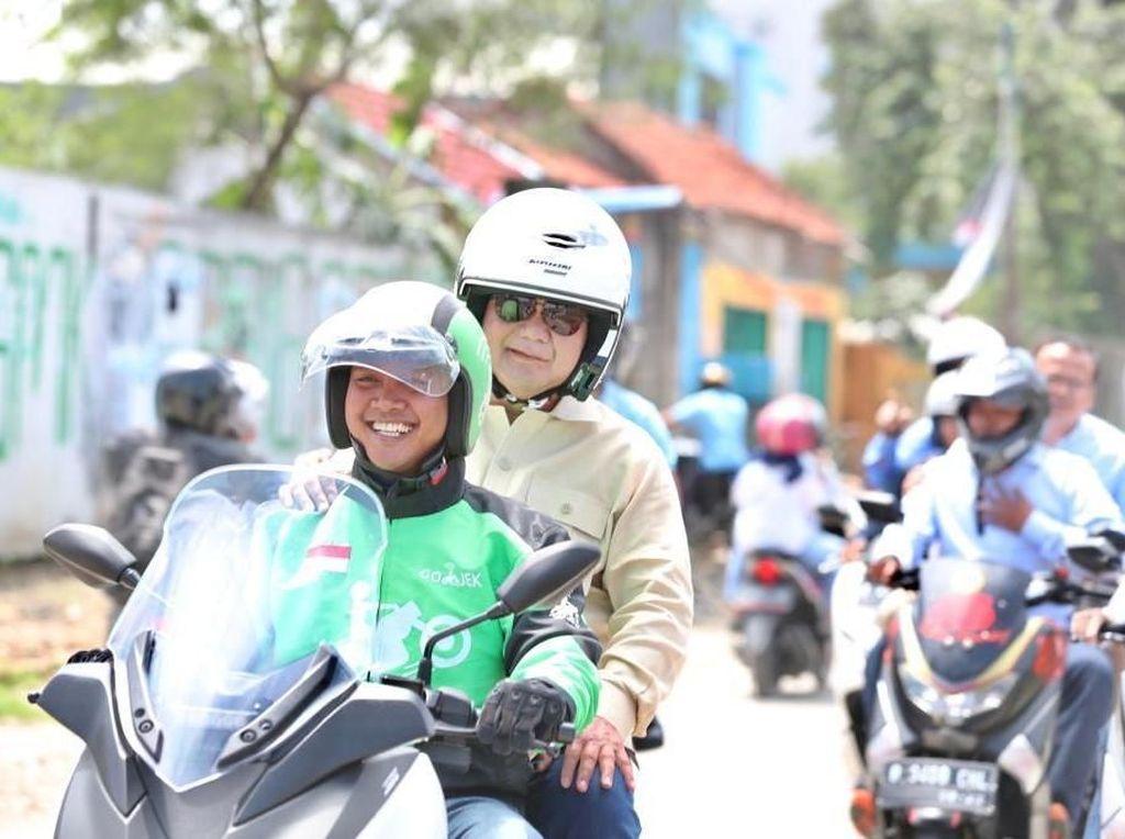Potret Prabowo Naik Ojek Online Saat Kopdar dengan Komunitas Ojol