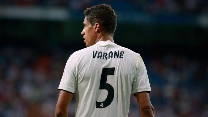 Raphael Varane enggan bicara soal masa depannya yang mulai dispekulasikan di Real Madrid (Foto: Gonzalo Arroyo Moreno/Getty Images)