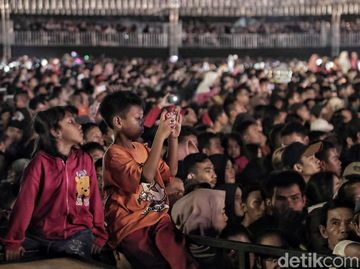 Antusiasme Ribuan Penonton di HUT Transmedia Hari Kedua