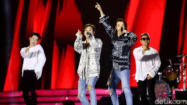 Ketulusan Seorang Ibu Rela Temani Anak Nonton Konser K-Pop