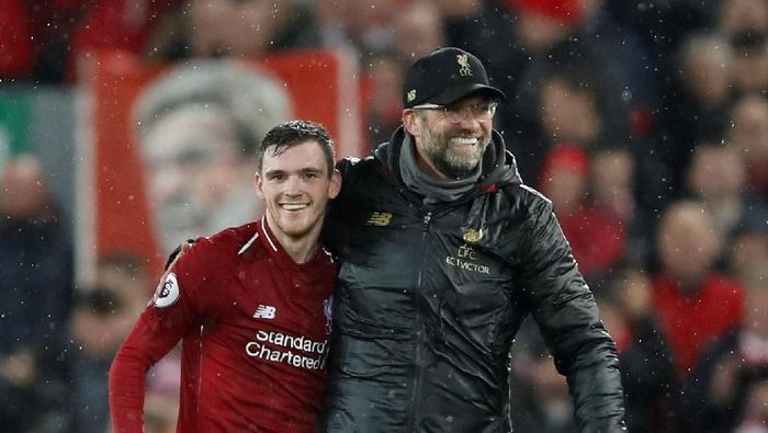 Soccer Football - Premier League - Liverpool v Manchester United - Anfield, Liverpool, Britain - December 16, 2018  Liverpool manager Juergen Klopp celebrates with Andrew Robertson at the end of the match   Action Images via Reuters/Carl Recine  EDITORIAL USE ONLY. No use with unauthorized audio, video, data, fixture lists, club/league logos or