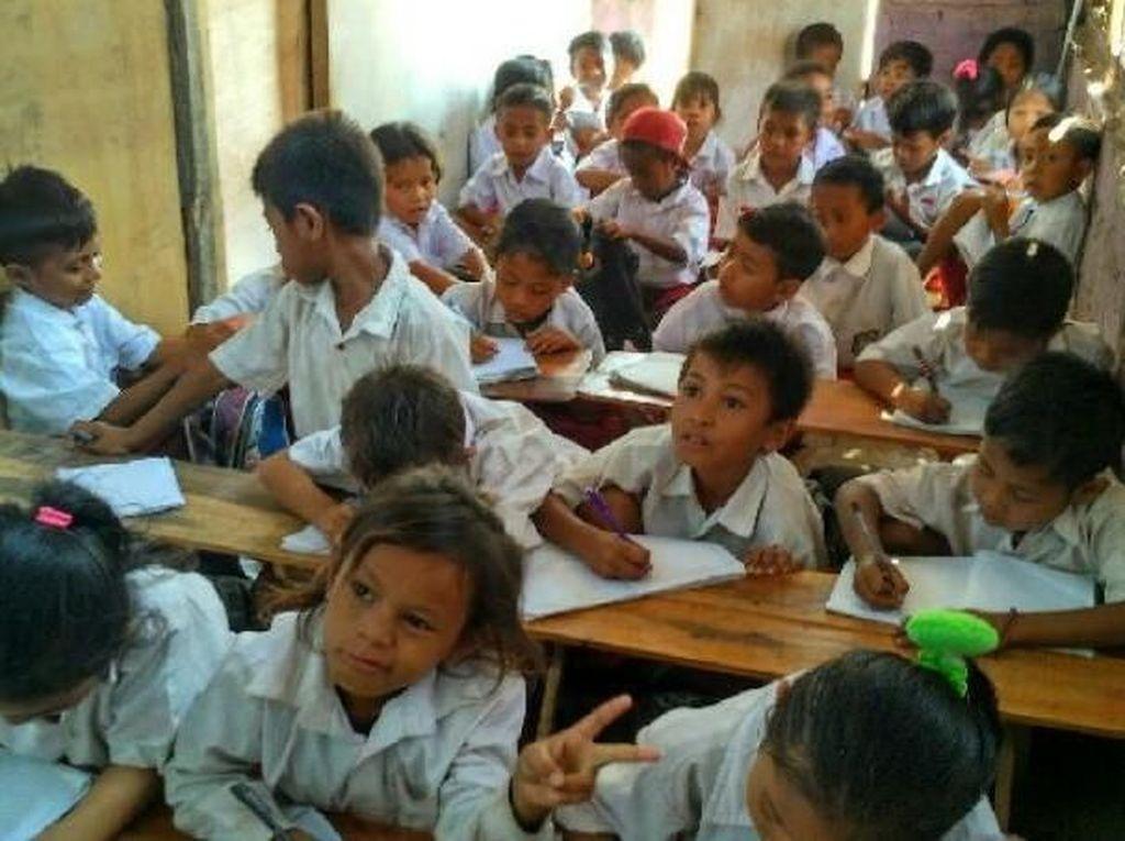 Mengintip Kehidupan Anak-anak Desa Komodo
