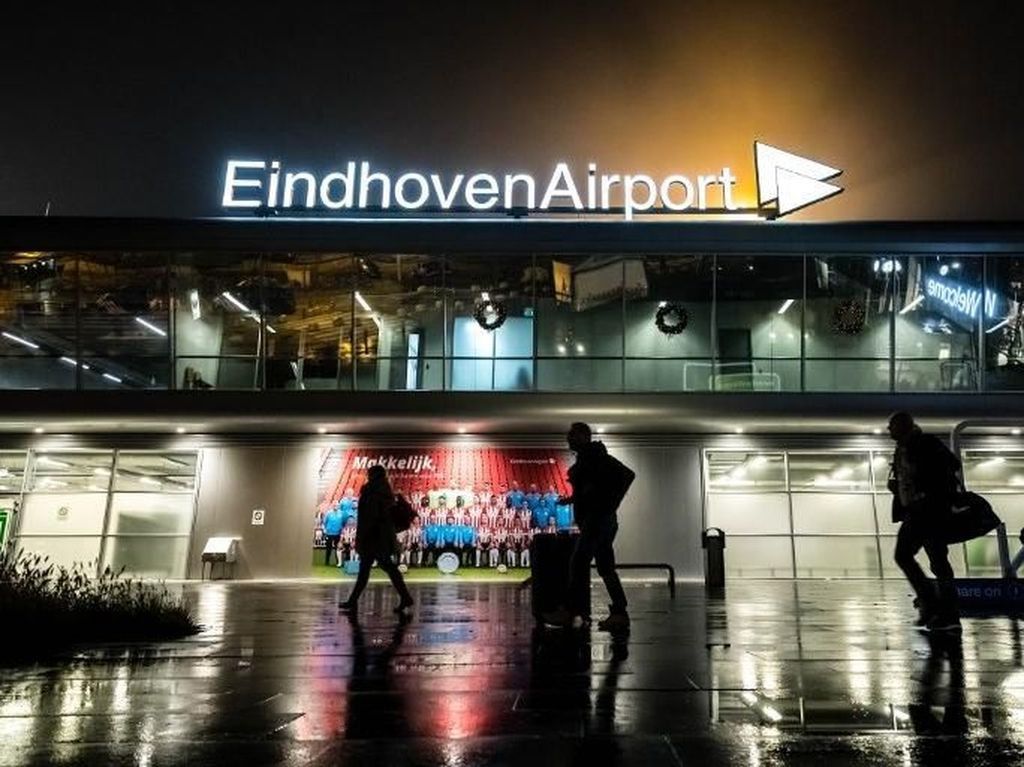 Bandara Belanda Ditutup karena Kabut Tebal, Ribuan Orang Telantar