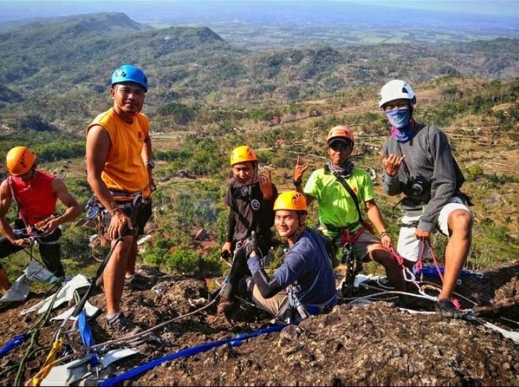 Melawan Gravitasi di Ketinggian Kampung Pitu, Gunungkidul