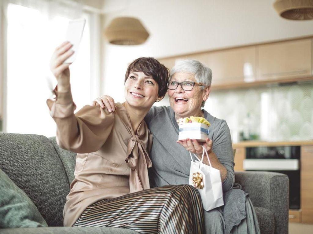 Haru, Wanita Ini Bertemu Ibunya Setelah Terpisah Lebih dari 60 Tahun