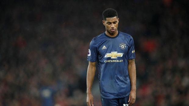 Manchester United jauh tertinggal dalam perburuan titel juara Liga Inggris.