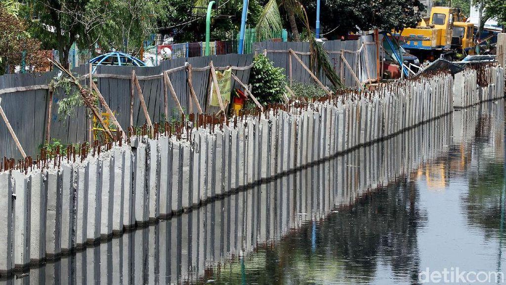 Turap Sepanjang 11,3 Km Dibangun di Jakarta Barat Selama 2018