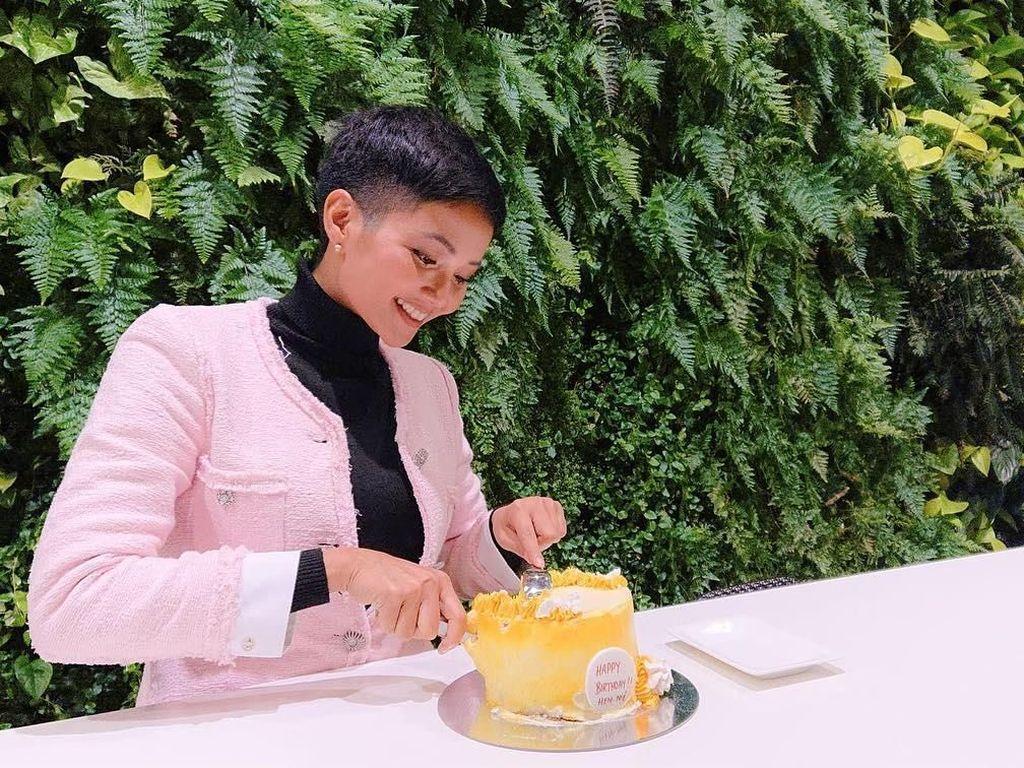 Gaya Seru Miss Vietnam, HHen Nie yang Diledek Miss USA Saat Makan Pho dan Bahn Mi