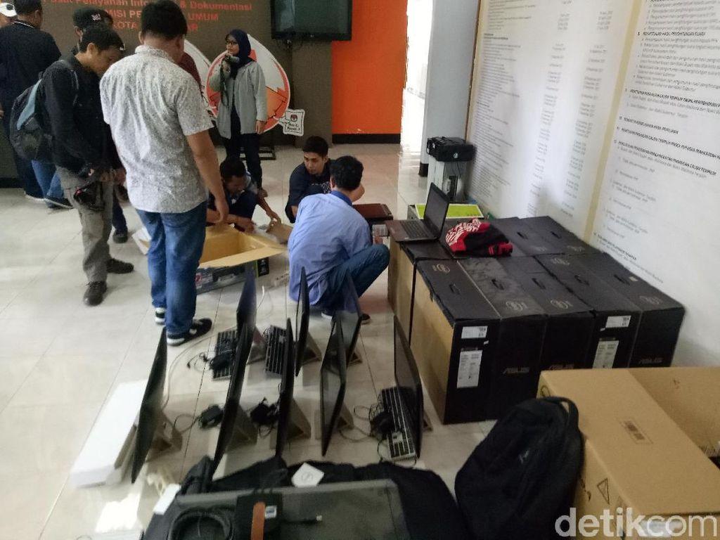 Belum Bayar, Komputer hingga Printer di KPU Makassar Ditarik