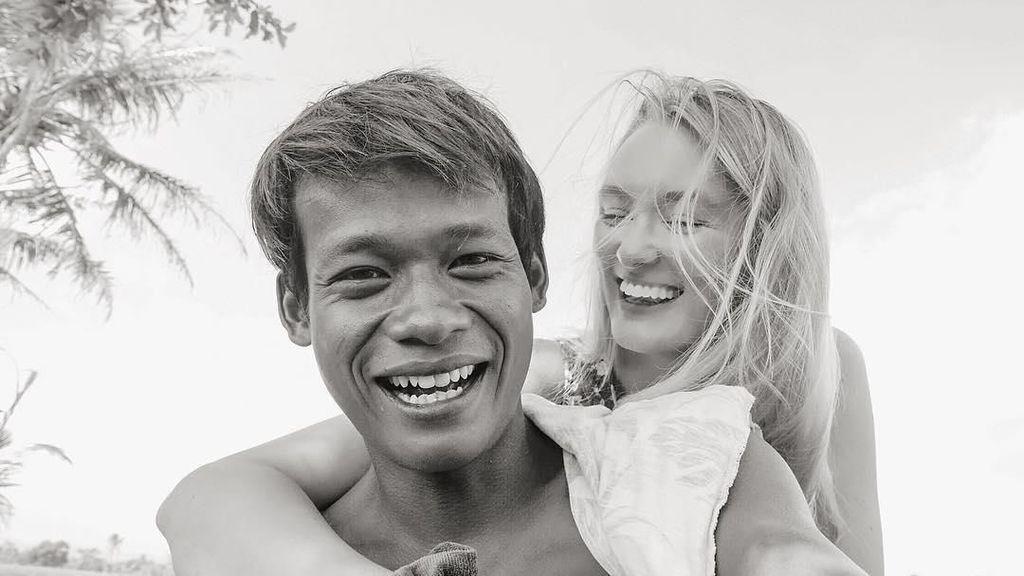 Gaya Memesona Bule Cantik yang Viral karena Dinikahi Pria Magelang