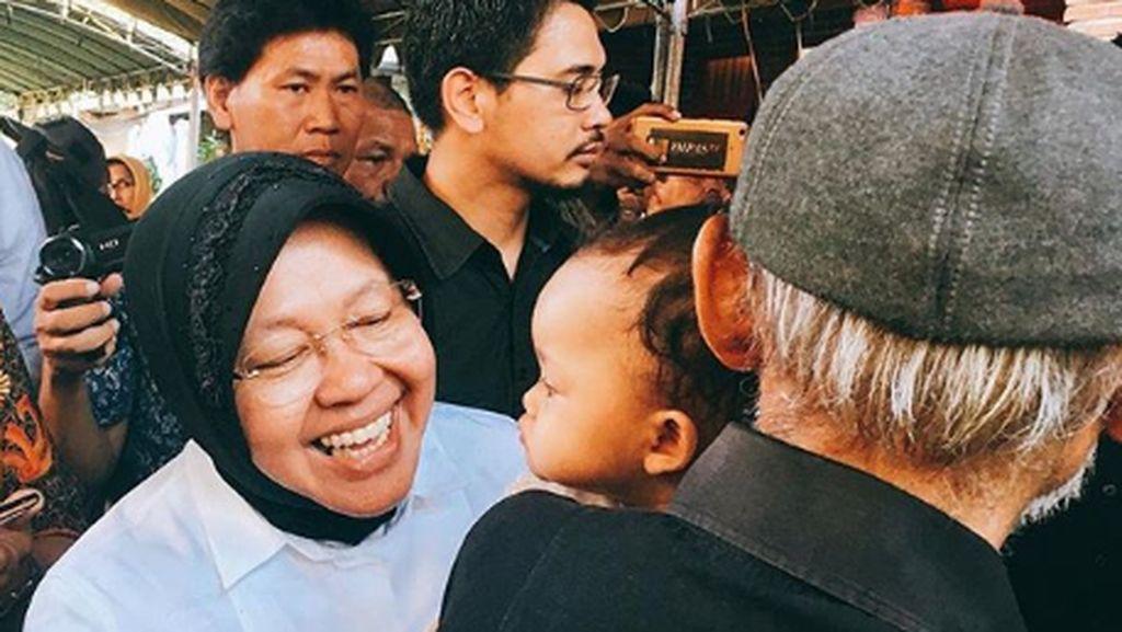 So Sweet! Kedekatan Tri Rismaharini dengan Anak-anak