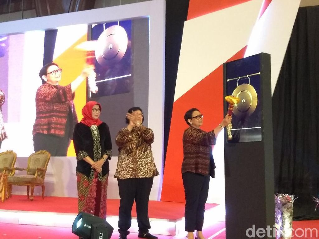 Megawati dan Para Menteri Perempuan Hadiri Super Showbiz Perempuan