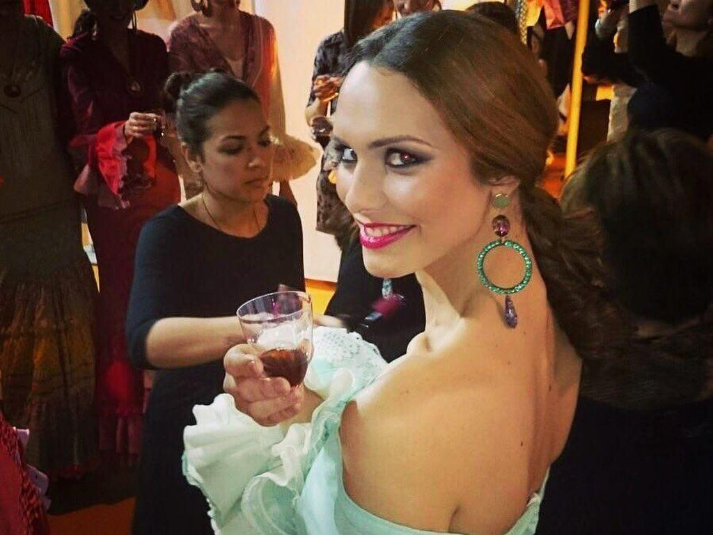 Momen Makan Finalis Miss Universe 2018 Transgender hingga Foto Kocak Makanan di Toilet