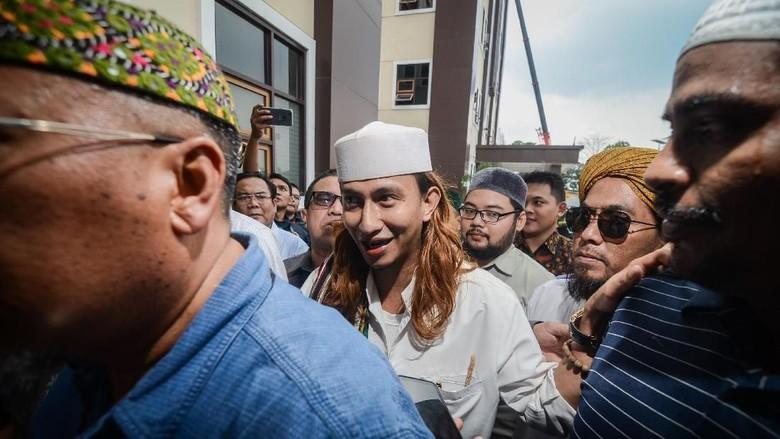 Bahar bin Smith Jadi Rizal dan Kasus Penganiayaan 2 Remaja