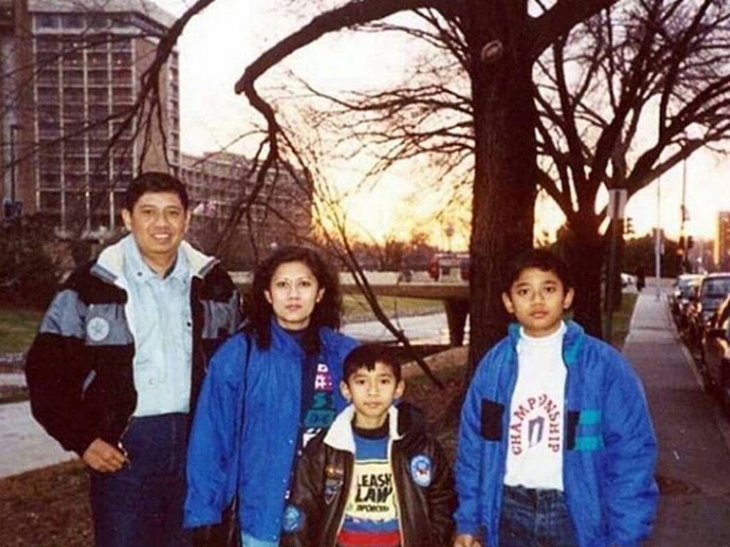 Harmonisnya Potret Masa Muda SBY dan Keluarga