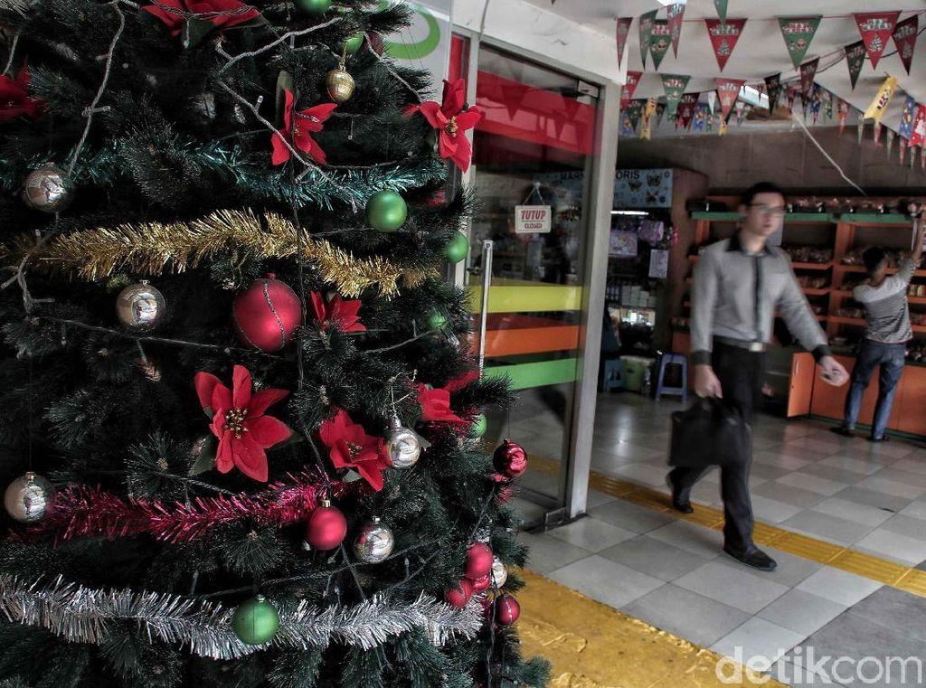 Tempat Penyeberangan Orang di Kota Tua Istimewa Sambut Natal