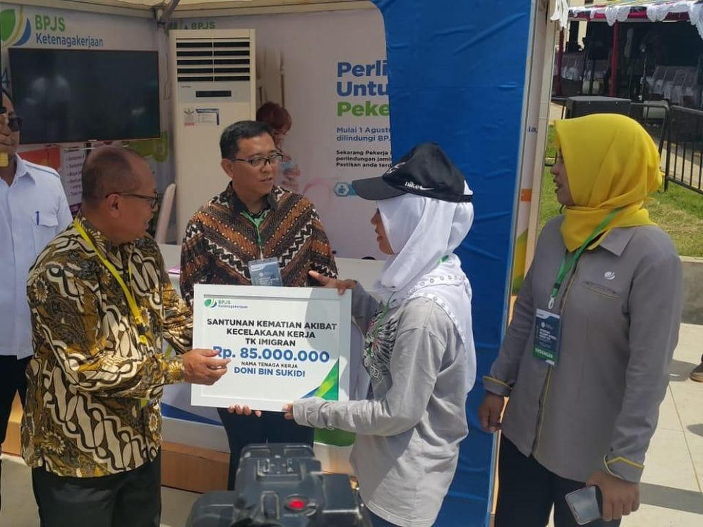 Dirut BPJS TK Sapa Pekerja Migran di Sukabumi