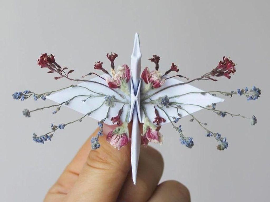 Kreatif! Seniman Sulap Kertas Jadi Burung Bangau Cantik