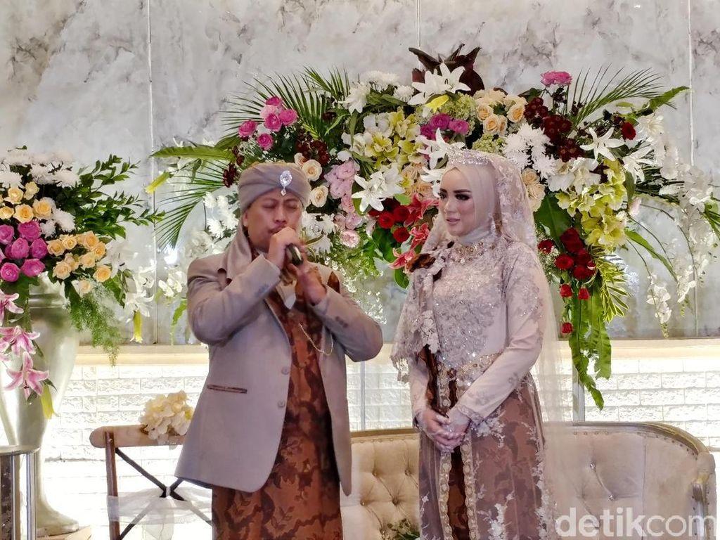 Cieee! Opick dan Istri Lagi Menikmati Honeymoon