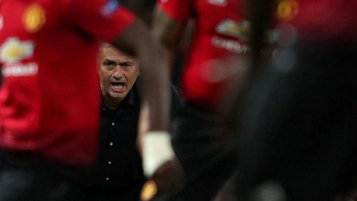 Jose Mourinho dan stafnya mendapat pesangon Rp 353 M (Lee Smith/Action Images via Reuters)