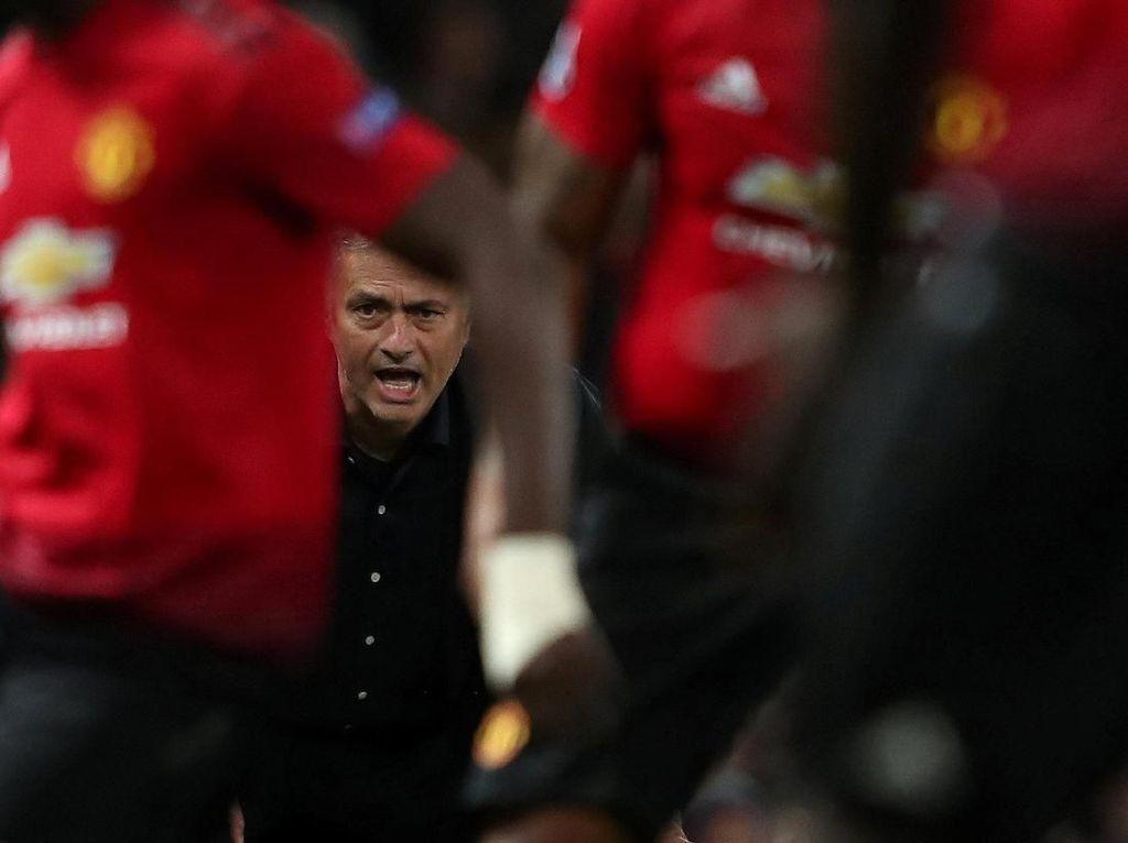 Pecat Mourinho, MU Keluarkan Rp 353 M