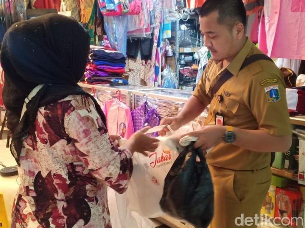 DKI Siapkan Pergub Larangan Kantong Plastik, Denda Rp 5-25 Juta