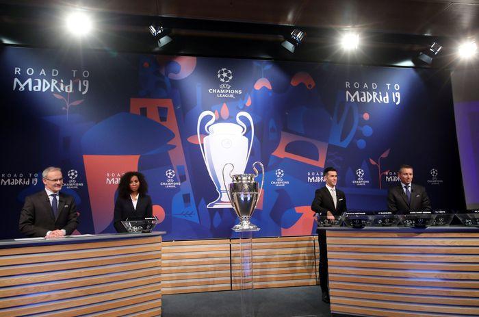 Drawing babak 16 besar Liga Champions telah selesai dilakukan. Sejumlah big match tercipta di babak 16 besar. Berikut hasil drawing Liga Champions selengkapnya. REUTERS/Denis Balibouse.