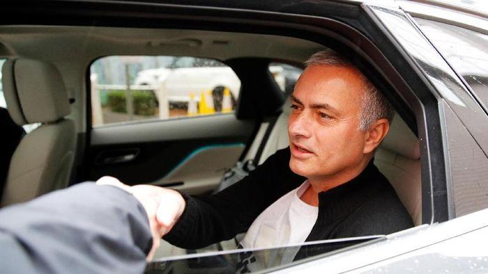 Jose Mourinho dikabarkan menolak tawaran untuk jadi pelatih Benfica (Foto: Phil Noble/Reuters)