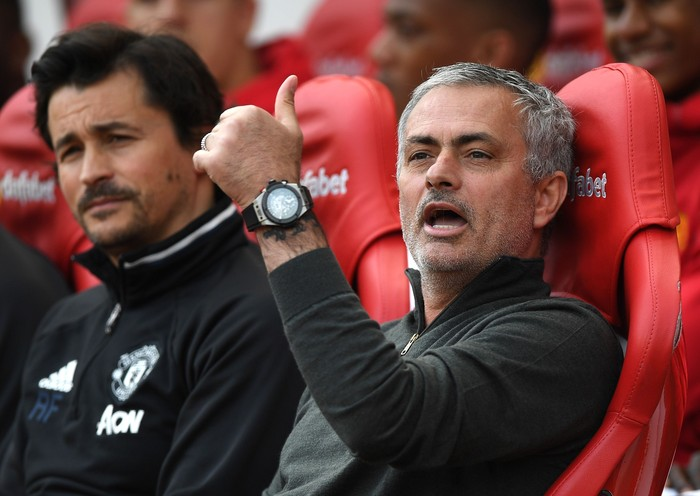 SUNDERLAND, ENGLAND - APRIL 09:  Jose Mourinho, Manager of Manchester United gives the thumbs up with assistant Rui Faria during the Premier League match between Sunderland and Manchester United at Stadium of Light on April 9, 2017 in Sunderland, England.  (Photo by Shaun Botterill/Getty Images)