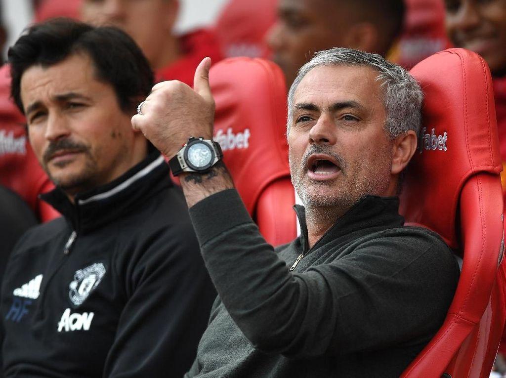 Dipanggil Rapat, Mourinho Ternyata Dipecat