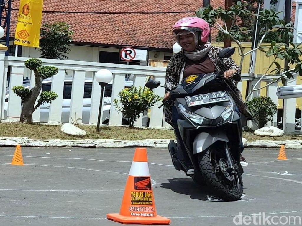 Hari Ibu, Honda dan Yamaha Kasih Diskon Motor Matik untuk Emak-emak