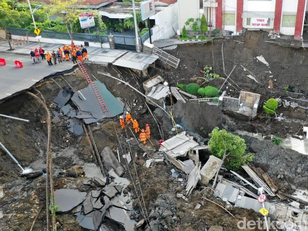 Foto-foto Ngerinya Jalan Gubeng Ambles