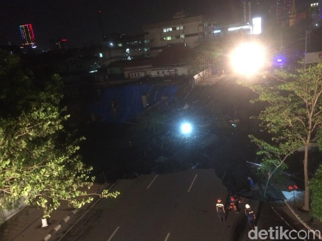 Tagana Belum Pastikan Penyebab Tanah Ambles di Jalan Gubeng