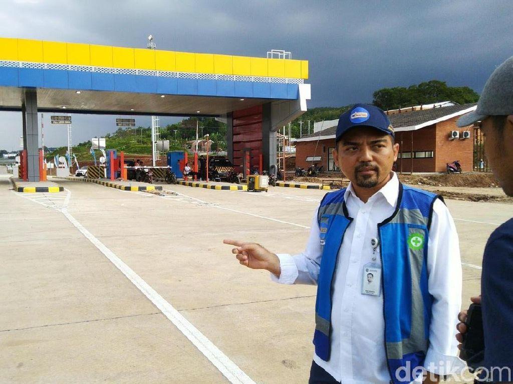 Jelang Peresmian, Sisa Pasir di Tol Batang-Semarang Dibersihkan